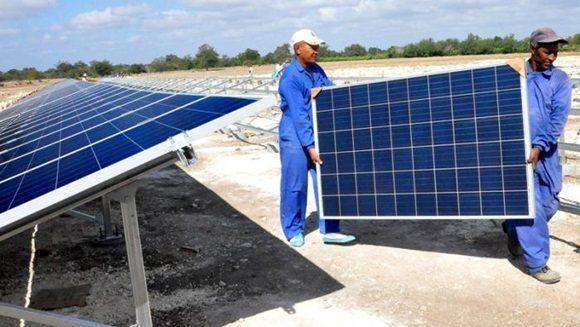 Como parte de la estrategia para aumentar de forma priorizada la generación eléctrica a partir del uso de fuentes renovables, el país cuenta hoy con 34 parques solares fotovoltaicos (FV) sincronizados al sistema electroenergético nacional.