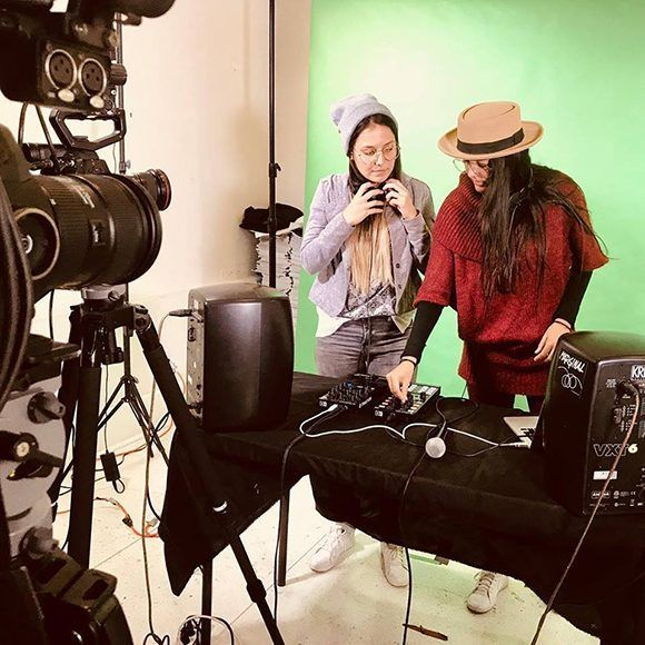 El dúo cubano Pauza participa en las sesiones de trabajo de Alqimia. Foto: Página en Facebook del dúo Pauza.