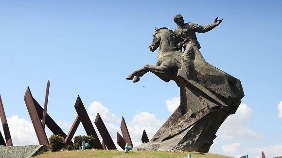 Monumento a Antonio Maceo en la plaza que lleva su nombre en Santiago de Cuba. Foto: Archivo.