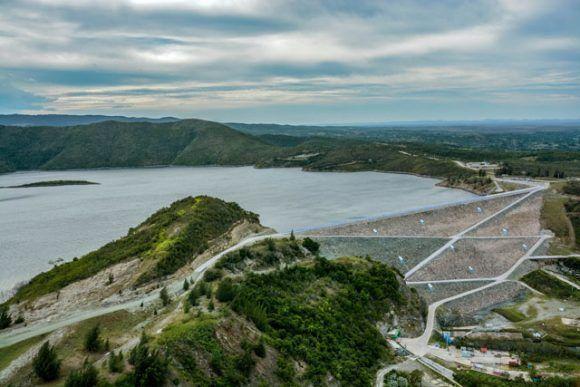 La Presa Mayarí, considerada una obra maravilla de la ingeniería cubana, está situada en una de las cuencas más fértiles del país, almacena más de 300 millones de metros cúbicos de agua y se ubica en el municipio de igual nombre en la provincia de Holguín, Cuba, el 27 de diciembre de 2016. ACN FOTO/Juan Pablo CARRERAS