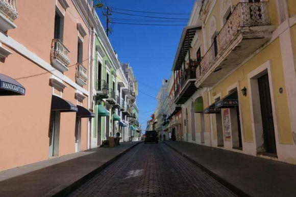Vista general de la calle Fortaleza en el viejo San Juan (Puerto Rico), EFE/Jorge Muñiz