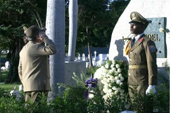 Raúl rinde tributo hoy a Fidel en Santa Ifigenia