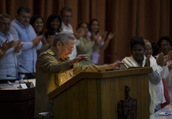 El Presidente de los Consejos de Estado y Ministros, General de Ejército Raúl Castro Ruz, agradeció ante el Parlamento cubano la ayuda llegada de todas partes del planeta tras el paso del huracán Irma. Foto: Irene Pérez/Cubadebate
