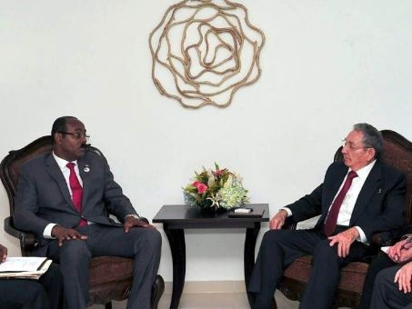 Raúl y el Primer Ministro de Antigua y Barbuda