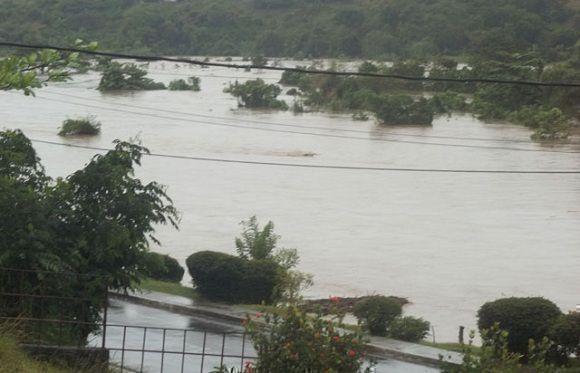 Imagen del río Sagua de Tánamo fuera de su cause. Foto: ACN