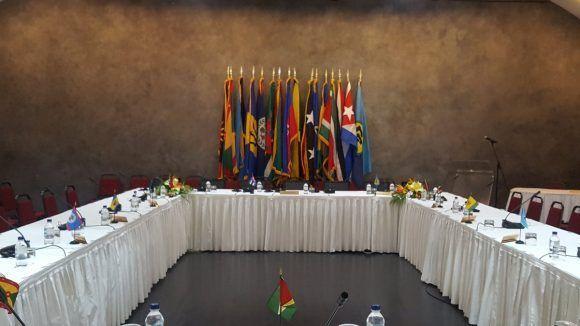 El salón está listo para dar recibimiento a los Jefes de Estado y de Gobierno participantes en la VI Cumbre. Foto: @CubaMINREX