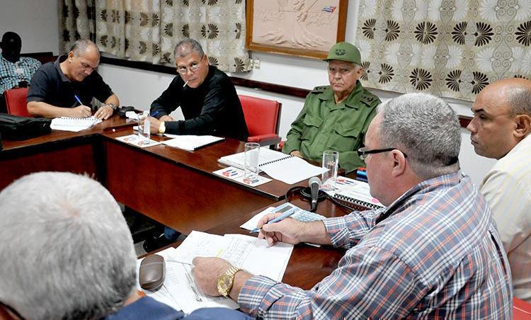 Joaquín Quintas Solá recorre las provincias del centro. Foto: Ramón Barreras Valdés/ Vanguardia.