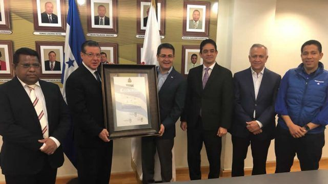 Almagro acepta trabajar con Hernández tras pedir otras elecciones en Honduras