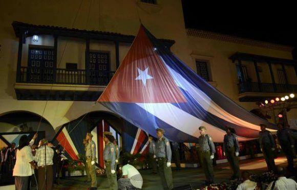 La tradicional Fiesta de la Bandera, tuvo lugar en el parque Céspedes de Santiago de Cuba, el 1 de enero de 2018. Foto: Miguel RUBIERA JÚSTIZ/ ACN.