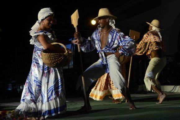El grupo folclórico Calibán Teatro participó en la tradicional Fiesta de la Bandera. Foto: Miguel RUBIERA JÚSTIZ/ ACN.