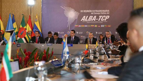 Nicolás Maduro quiere venir al Perú en abril