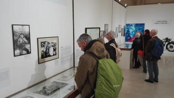 """Quienes deseen acercarse al legado del Che tienen la oportunidad de visitar de forma gratuita la exposición """"Che en París"""" hasta el 17 de febrero."""