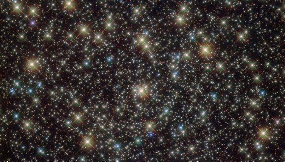 NASA exhibe imagen de excepcional cúmulo de estrellas