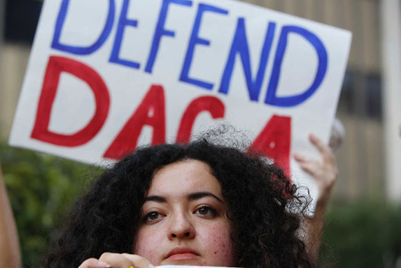 Trump dice que sin muro no habrá acuerdo sobre el programa DACA