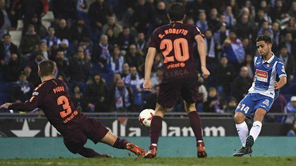 4331a535b4 El joven Óscar Melando anota su primer gool con el Espanyol y frena una  racha histórica del Barcelona. Foto  Davido Ramos  Marca.
