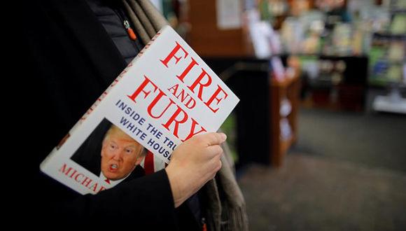 Los editores del libro Fuego y Furia sobre Trump adelantaron la venta del título para este viernes ante una posible acción legal de los abogados del presidente. Foto: Carlos Barria/Reuters