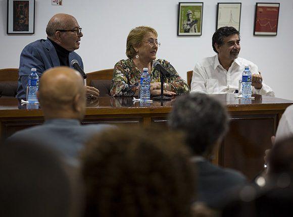 Encuentro de la mandataria con intelectuales y artistas cubanos en la sala Villena de la UNEAC. Foto: Irene Pérez/ Cubadebate.