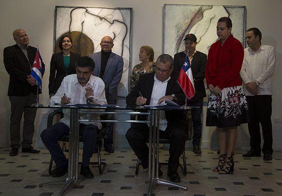 Firma del convenio de cooperación en el ámbito audiovisual entre ambos países. Foto: Irene Pérez/ Cubadebate.