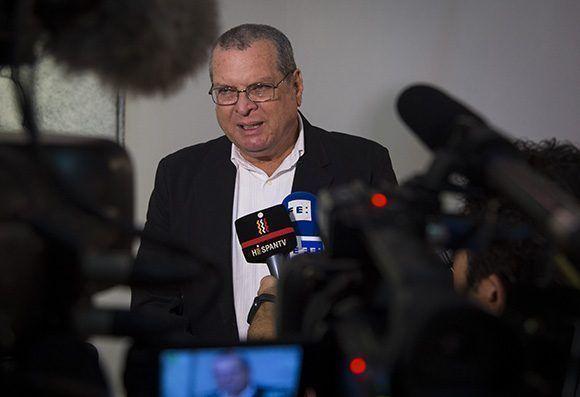 Roberto Smith, presidente del ICAIC, ofrece declaraciones a la prensa. Foto: Irene Pérez/ Cubadebate.