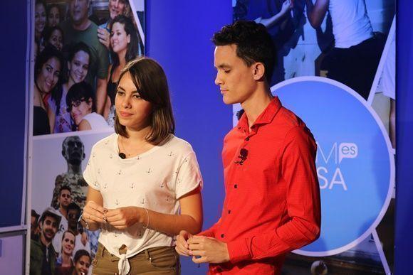 Los estudiantes seleccionados a partir del casting para la conducción de este espacio inaugural fueron Milene Medina y Andy Jorge Blanco, estudiantes de 4to y 3er año respectivamente de la carrera de Periodismo. Foto: Darío Gabriel Sánchez Gracía.