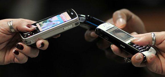 cumplir adolescente citas en el móvil