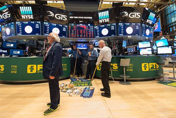 Wall Street se hunde arrastrada por Apple, que perdió casi 10%