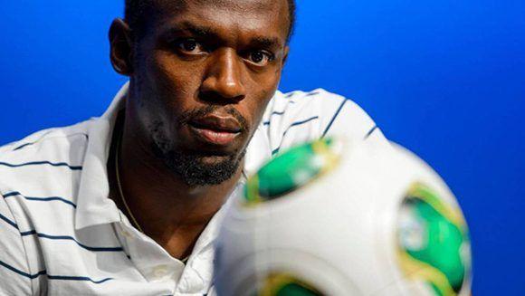 Usain Bolt está cerca de iniciar su carrera como futbolista profesional