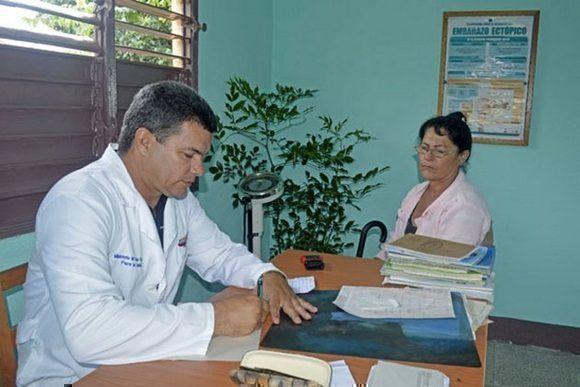 ¿Por qué se decidió modificar el modelo de recetas médicas en Cuba?