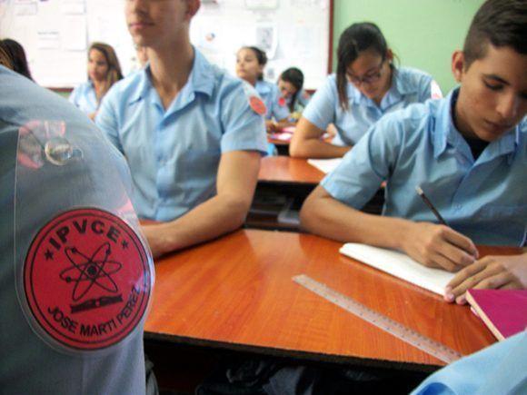 Academia Cubana de la Lengua expresa su desacuerdo con eliminar examen de Español para los IPVCE