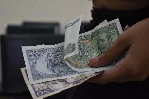 El estipendio estudiantil es un monto de dinero en efectivo que se le entrega al estudiante con carácter no reembolsable. Foto: Thalía Fuentes / Cubadebate.