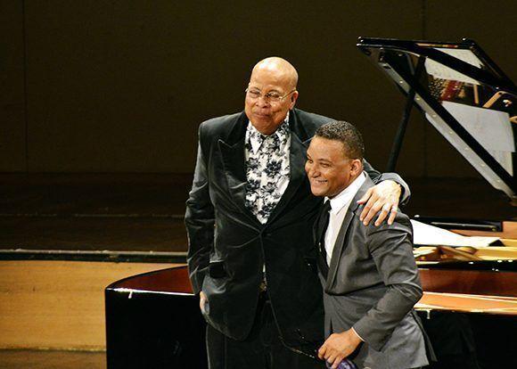 Cautivan al público estadounidense afamados pianistas cubanos