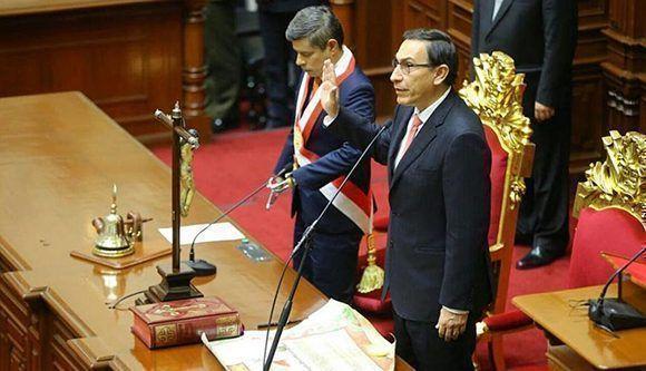 Vizcarra toma posesión en Perú y anuncia renovación total del Gabinete