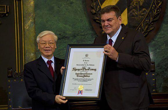 Nguyen Phu Trong recibe Doctor Honoris Causa de la Universidad de La Habana