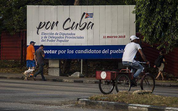 El pueblo vota en las urnas