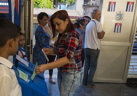 Ochenta jóvenes hasta 35 años integran las propuestas de candidatura al Parlamento cubano. Foto: Irene Pérez/ Cubadebate.