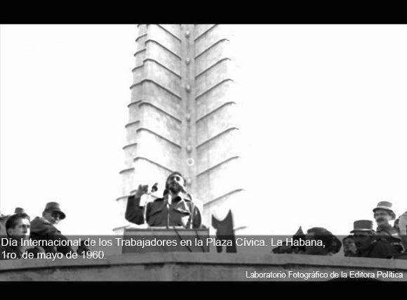 Fidel Castro en el acto de conmemoración del Día Internacional de los Trabajadores en la Plaza Cívica en La Habana, 1ro de mayo de 1960. Foto: Editora Política / Sitio Fidel Soldado de las Ideas