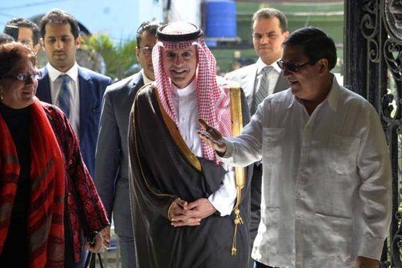 Recibe presidente cubano a canciller saudita