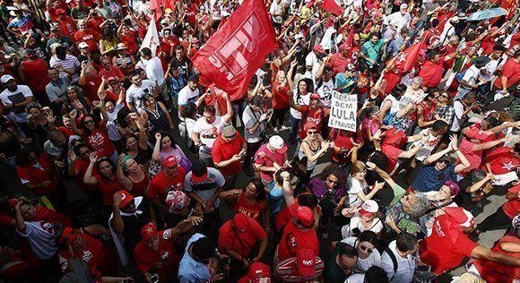 Fijan multa para quienes acampen frente a la prisión donde está Lula