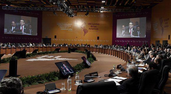 El canciller cubano en las pantallas de la VIII Cumbre de las Américas en Lima. Foto: Cancillería del Perú/ Flickr.