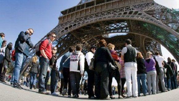 Torre Eiffel cierra por huelga del personal de seguridad