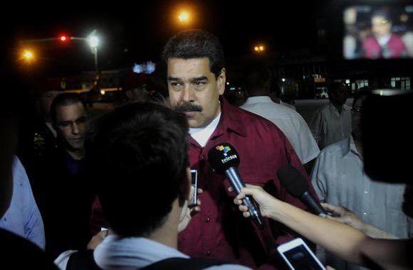 Nicolás Maduro Moros atiende a los medios de prensa a su llegada a La Habana. Foto: Oriol de la Cruz/ ACN.