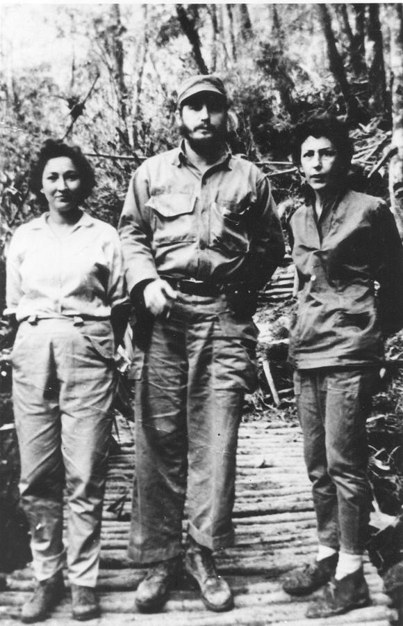 Fidel Castro, Sonica Martínez y Celia Sánchez Manduley, en la Plata, julio de 1958. Foto: Instituto de Historia / Sitio Fidel Soldado de las Ideas
