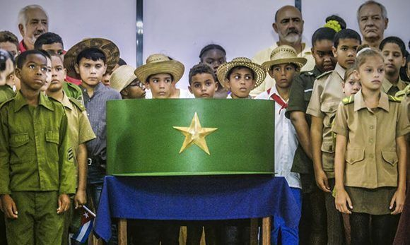 Réplica metálica de la gorra de Fidel en el Museo de la Revolución