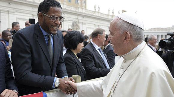 Hace feliz a Javier Sotomayor bendición del Papa Francisco I