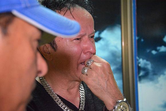 Familiares de las victimas del vuelo de Cubana de Aviación, DMJ 0972 Habana-Holguín, en el Aeropuerto Internacional Frank País, en Holguín, el 18 de mayo de 2018. Foto: Juan Pablo Carreras/ ACN.