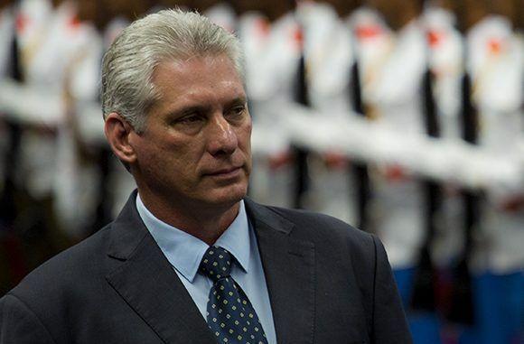 Presidente de Cuba visita Medicina Legal y da apoyo a familiares de las víctimas