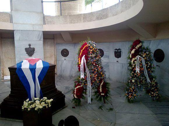 Ofrendas florales de Raúl Castro y Miguel Díaz-Canel encabezan homenaje a Martí en Santa Ifigeni
