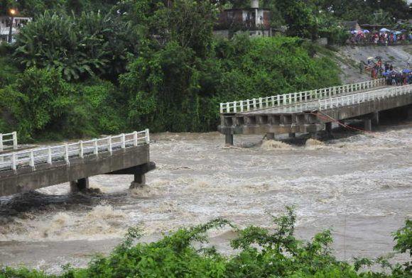 Colapsa el puente sobre el río Zaza