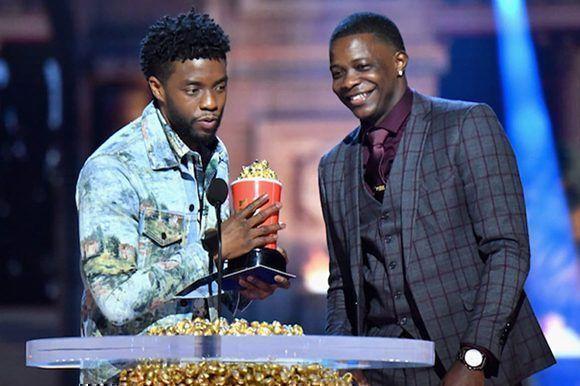 Actor de Pantera Negra entrega galardón a un joven que detuvo tiroteo en EE.UU.