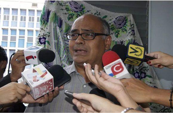 Designado Carlos Alvarado nuevo ministro de Salud